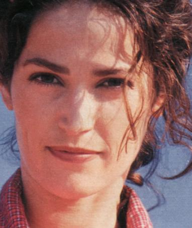 A younger Kim Delaney (image hosted by hum90.com)